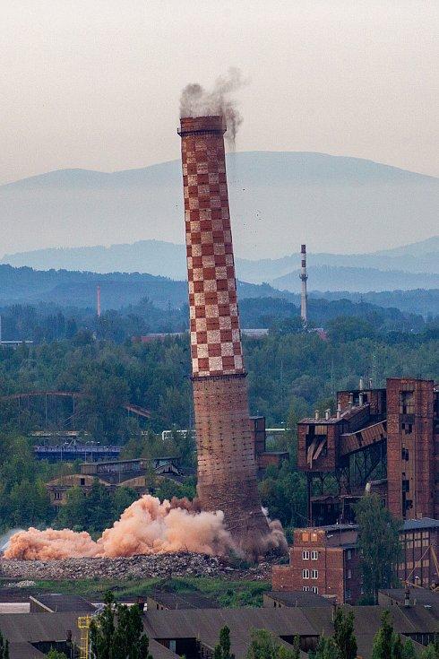 Odstřel vítkovického komínu Strakáč, 3. srpna 2019 v Ostravě.