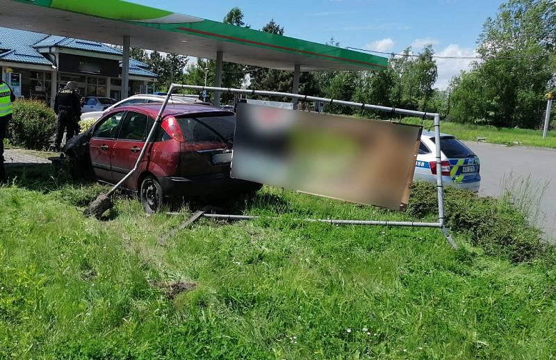 Zfetovaný muž ujížděl policii Ostravou, květen 2021.