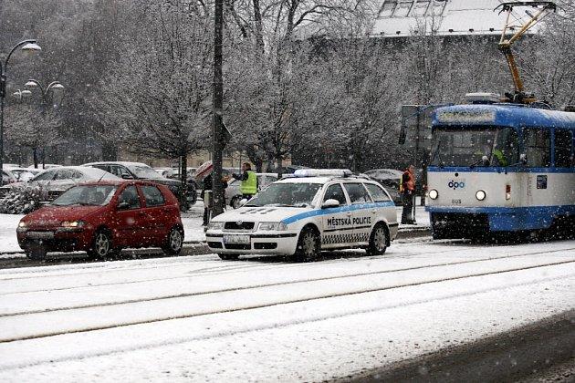 Sněhová nadílka vOstravě. Došlo ina nehody.