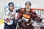 Utkání předkola play off hokejové extraligy - 1. zápas: HC Vítkovice Ridera - HC Sparta Praha, 11. března 2019 v Ostravě. Na snímku (zleva) Tomáš Černý a Jiří Smejkal.