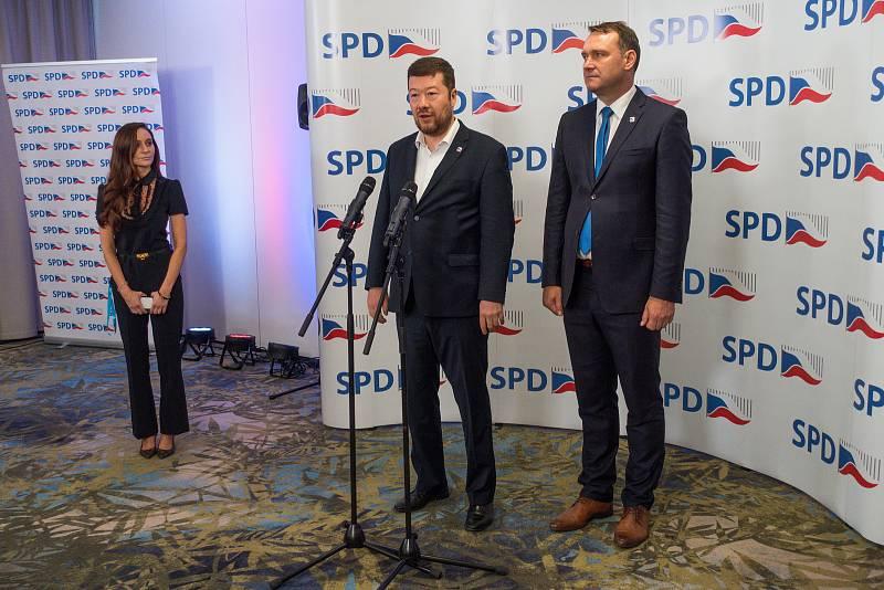 Lídři SPD Tomio Okamura a Radim Fiala předstoupili před novináře se svým hodnocením skončených voleb.