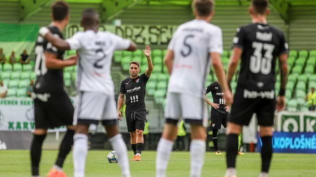 Utkání 1. kola fotbalové Fortuna ligy: MFK Karviná - FC Baník Ostrava, 23. srpna 2020 v Karviné. Adam Jánoš z Ostravy. Fotbalová liga nyní stojí, od středy 14. října navíc začínají platit zpřísněná opatření.