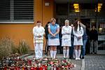 Pracovnice FNO uctily za zvuku sirén památku obětí střelby která se stala minulý týden, 17. prosince 2019 v Ostravě.