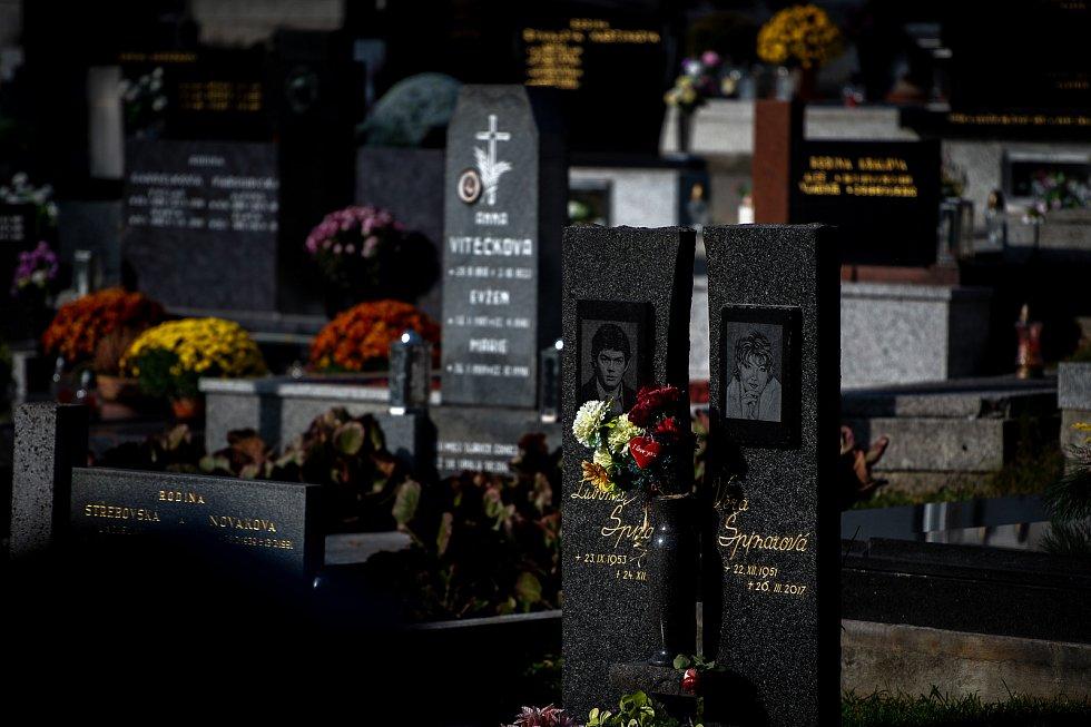 Hrob zpěvačky Věry Špinarové.