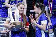 Superfinále play off extraligy žen - 1. SC TEMPISH Vítkovice - FAT PIPE Florbal Chodov, 14. dubna 2019 v Ostravě. Na snímku (zleva) Alžběta Ďuriková, Veronika Enenkelová.