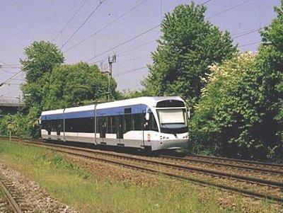 Taková vlakotramvaj, jakou představujeme na vizualizaci, by mohla jezdit mezi Orlovou a Ostravou