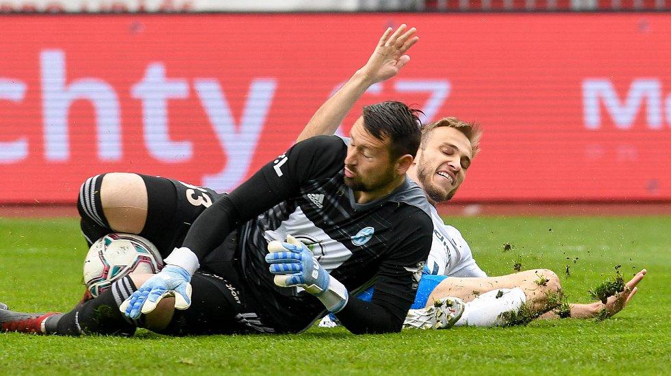Fotbalisté Baníku Ostrava (v modro-bílém) v duelu 28. kola FORTUNA:LIGY s Mladou Boleslaví (2:1). Jan Šeda a Nemanja Kuzmanović.