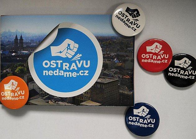 Ilustrační foto. Reklamní předměty a informační leporelo kampaně města.