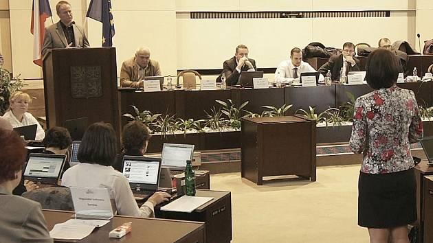 Snímek ze zasedání karvinského zastupitelstva.