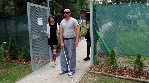 Nevidomý měl u sebe speciální mobilní telefon.
