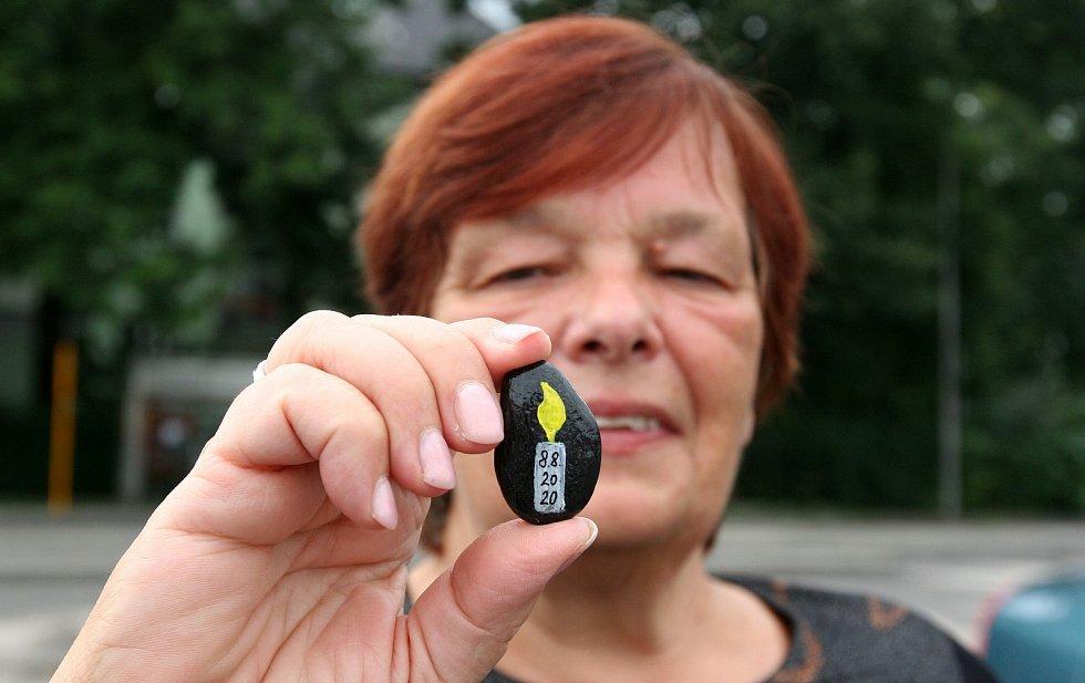 Vzpomínka od Heleny Červenkové na oběti žhářského útoku v paneláku na bohumínském sídlišti ze soboty 8. srpna 2020.
