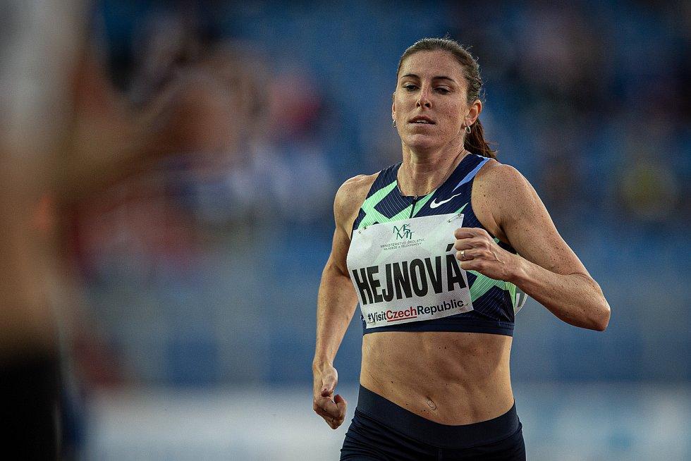 Zlatá tretra Ostrava - 59. ročník atletického mítinku, 8. září 2020 v Ostravě. Závodu žen na 300 metrů překážek Zuzana Hejnová.