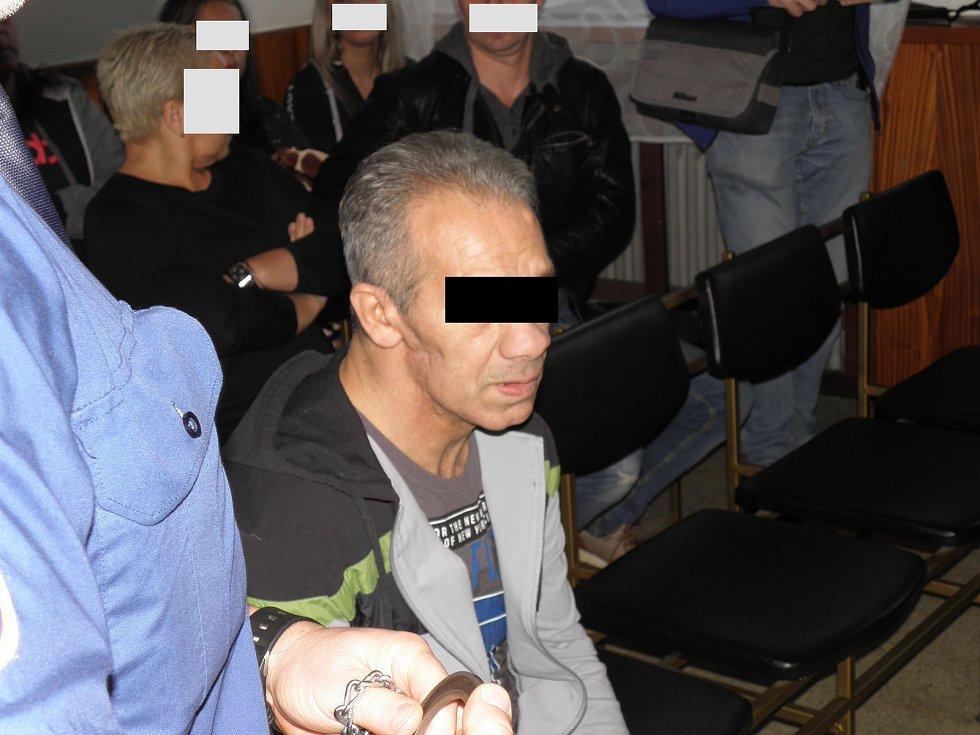 Muž je obžalován z dvojnásobné vraždy. Hrozí mu výjimečný trest.