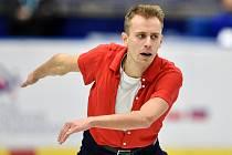 Podívejte se, takhle Michal Březina závodil v prosinci 2019 na mistrovství čtyř zemí v Ostravě, které vyhrál.