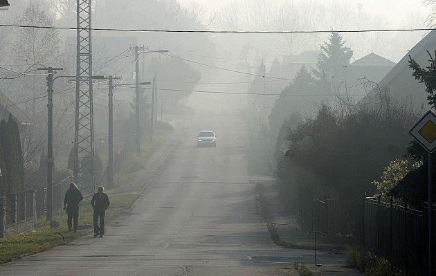 V Moravskoslezském kraji byl v noci na neděli vyhlášen smogový signál regulace. Během krátké doby je to již podruhé. Koncentrace polétavého prachu na všech měřících stanicích výrazně přesáhly denní povolené limity.
