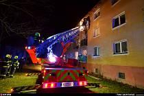 Zásah hasičů u požáru sklepa v Ostravě-Porubě.