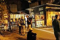 Vstup na festival, kam mířili hlavně mladí lidé. Ti se bavili. Pro mnohé obyvatele v okolních domech byla ale noc spíše utrpením.