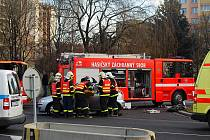 Čtyři zraněné si vyžádala dopravní nehoda, k níž došlo v úterý dopoledne v Moravské Ostravě. V Hornopolní ulici se srazily hned tři automobily – dva seaty a opel.