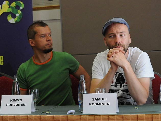 Finský akordeonista Kimm Pohjonen a hráč na elektronické bicí a tvůrce samplů Samuli Kosminen.