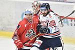 Utkání 40. kola hokejové extraligy: HC Vítkovice Ridera - HC Dynamo Pardubice, 9. ledna 2019 v Ostravě. Na snímku (zleva) Eklund Oscar Daniel a Poletín Michal.