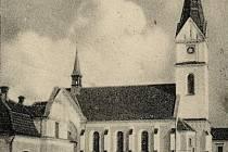 Dobový snímek fary a kostela v Hrabůvce.