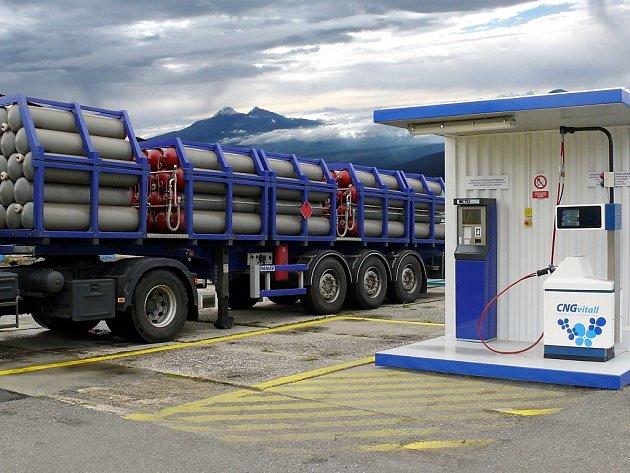 Plničky zemního plynu ho prodaly letos už skoro 450 tisíc metrů krychlových. Ilustrační snímek.