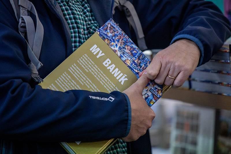 V Ostravském knihkupectví představili knihu od Tomáše Šiřiny My jsme Baník: 100 let legendy, 12. října 2021 v Ostravě.