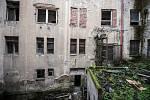 Ostravica-Textilia. Část obchodního domu by měla být už koncem května zpřístupněna. Kromě zajišťovacích prací se začalo také se sanováním a čištěním.
