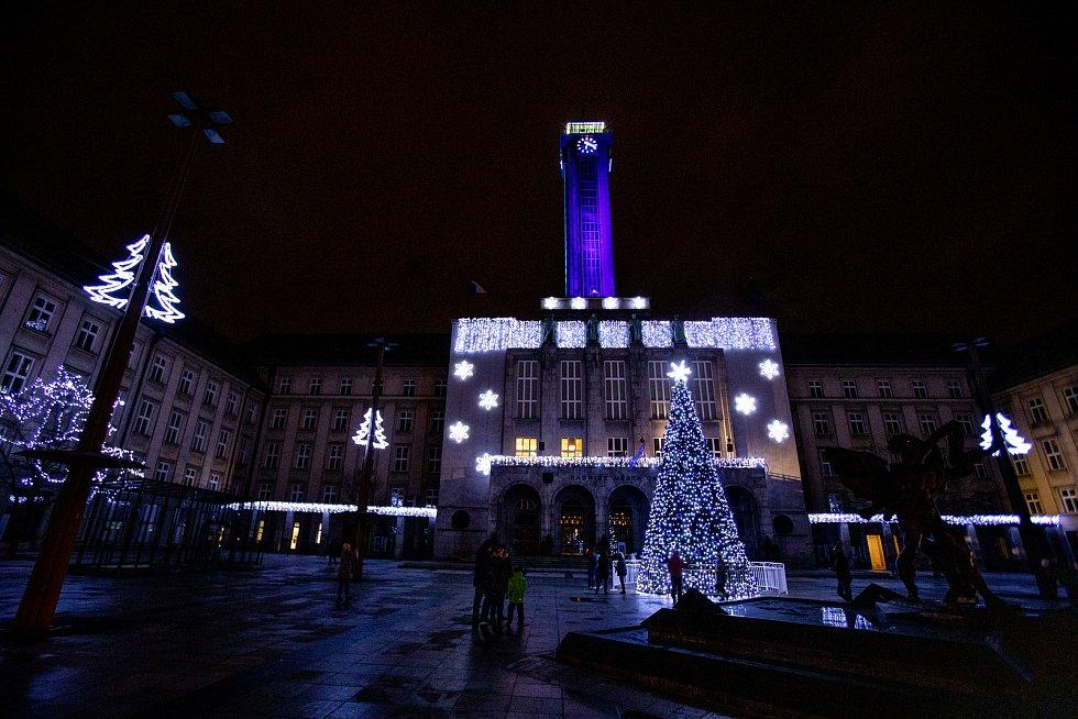 Na Prokešově náměstí se rozsvítil vánoční strom a z radnice zazpíval Martin Chodúr, 28. listopadu v Ostravě.