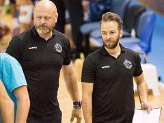 ZMĚNA. Trenéra Zdeňka Šmejkala po sedmi letech na lavičce volejbalistů VK Ostrava vystřídá jeho asistent Jan Václavík (vpravo).