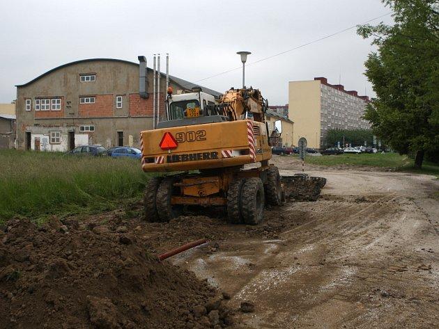 Občanské sdružení Dikobrazz nesouhlasí se stavbou nové cesty spojující dvě ulice za areálem Hruška na Dubině.