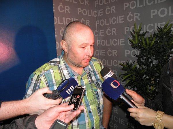 Policista Václav Dančák ve čtvrtek informoval ozadržení čtveřice sprejerů.