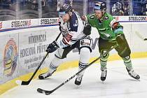 Utkání 49. kola hokejové extraligy: HC Vítkovice Ridera - BK Mladá Boleslav, 28. února 2020 v Ostravě. Zleva Martin Dočekal z Vítkovic a Mitchell Fillman z Mladé Boleslavi.