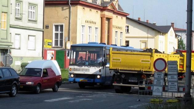 Stavební stroje na Cihelní ulici v Ostravě ve středu utichly