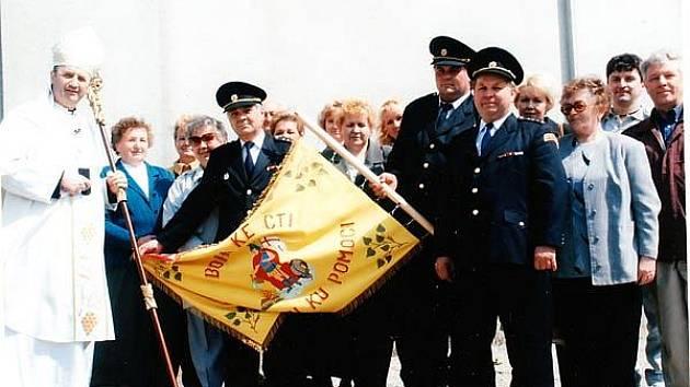Dobrovolníci z Antošovic se pravidelně účastní hasičské pouti na Hostýně. V roce 2003 se zde setkali s arcibiskupem olomoucké arcidiecéze Janem Graubnerem.