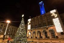 Nová radnice v Ostravě. Vánoce 2015. Ilustrační foto.