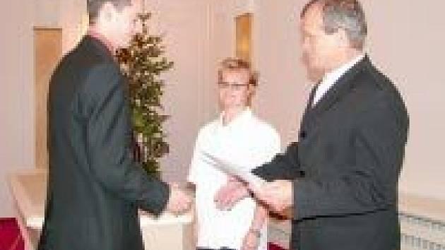 Maturitní vysvědčení převzali absolventi školy na Slezskoostravské radnici