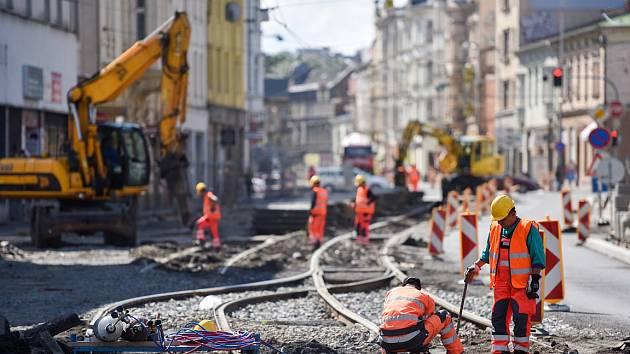 Práce na Nadražní ulici, čtvrtek 30. července 2015.