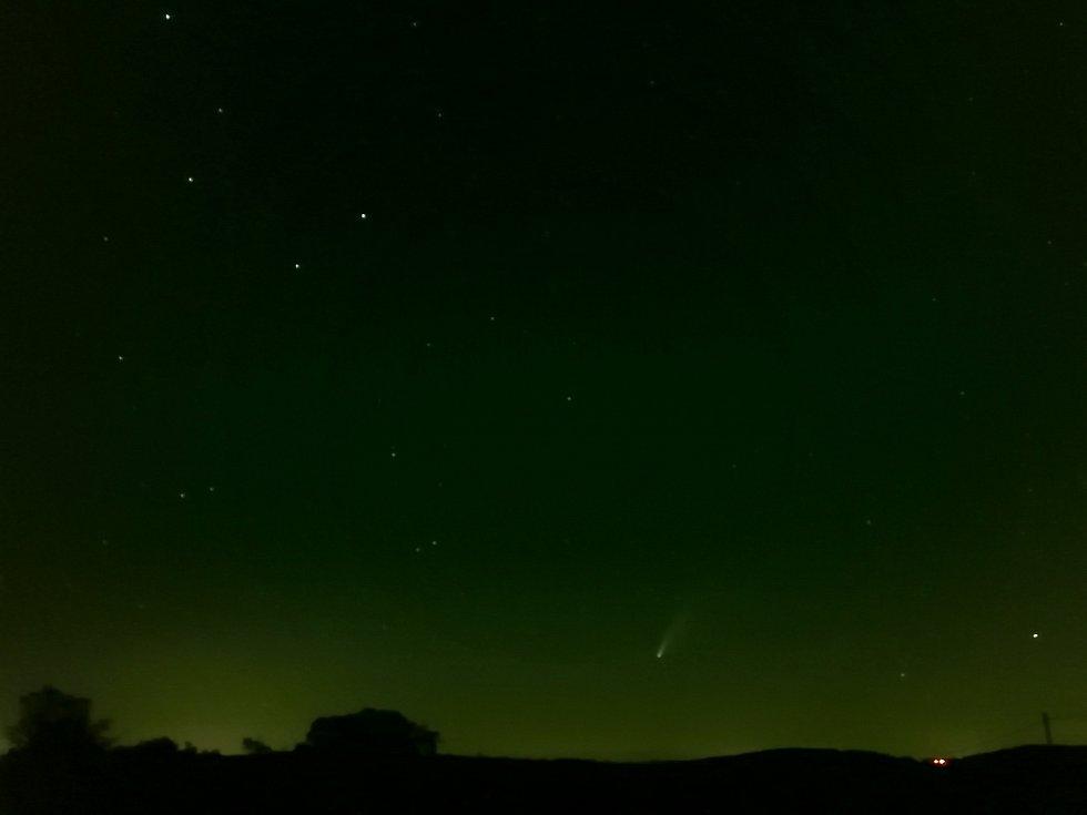 Kometa Neowise focena Davidem Pavlíkem