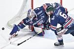 Čtvrtfinále play off hokejové extraligy - 1. zápas: HC Oceláři Třinec - HC Vítkovice Ridera, 20. března 2019 v Třinci. Na snímku (zleva) brankář Vítkovic Patrik Bartošák a Jan Výtisk.