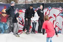 BIKEPARK. Do porubského skateparku pod Biskupským gymnáziem se sjíždějí teenageři z celého kraje. Od července jich ještě přibude, dočkají se totiž i speciální dráhy určené pro kola a koloběžky.