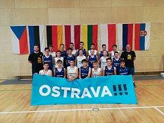 Tým Snakes Ostrava U14 složený z hráčů Snakes Ostrava a Příbor
