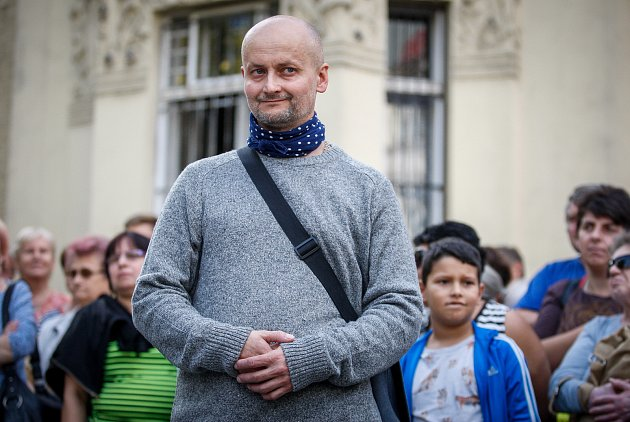 David Moješčík, autor sochy Věry Špinarové vHusově sadu vOstravě.