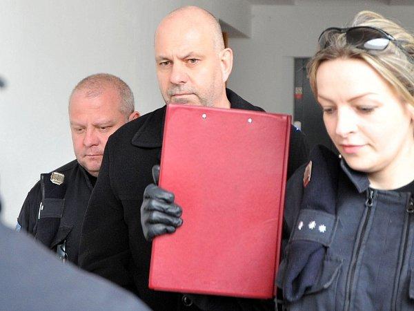 Podnikatel a lobbista Martin Dědic (na snímku uprostřed) uostravského soudu.