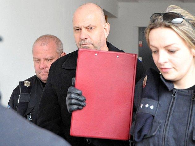 Podnikatel a lobbista Martin Dědic (na snímku uprostřed) u ostravského soudu.
