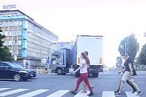 Kamion to otočil na frekventované křižovatce uprostřed Ostravy.