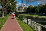 Pětipodlažní skelet, jednou snad bytový dům, je stěžejním místem Malé Kodaně, pomyslné spojnice centra města s řekou Ostravicí. Už pět let stále atraktivnější lokalitu hyzdí a líbivou vizi kulturní čtvrti oddaluje.