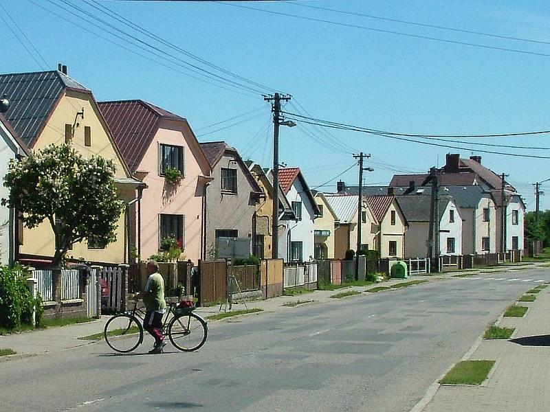 Poblíž části obce Kouty na Hlučínsku byla v roce 1943 postavena dřevěná napodobenina Vítkovických železáren. Měla zmást spojenecké bombardéry.