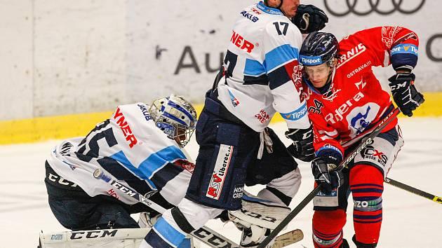 HC Vítkovice Ridera - Bílí Tygři Libereczleva Roman Will, Lukáš Derner, Jan Schleiss