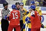 Mistrovství světa hokejistů do 20 let, čtvrtfinále: ČR - Švédsko, 2. ledna 2020 v Ostravě. Na snímku (zleva) Ondrej Pavel, Nils Lundkvist, Linus Nassen, Martin Has a Albin Eriksson.